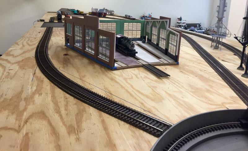Great Northern Pacific RR - Building the roundhouse